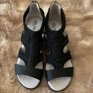 Brand new Jambu wedge sandals